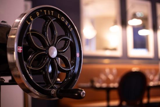 Restaurant : Le P'tit Louis  - Notre jolie trancheuse qui sent bon le jambon à la truffe. -   © Marand Nicolas