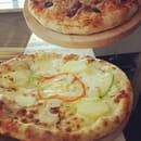 Tutto Gusto  - Les pizzas de 33cm de diamètre dotées d'une pate faite maison  -