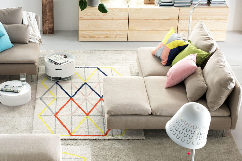 un tapis g om trique. Black Bedroom Furniture Sets. Home Design Ideas