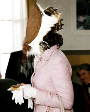 valérie lemercier entartée par noël godin en personne dans palais royal !