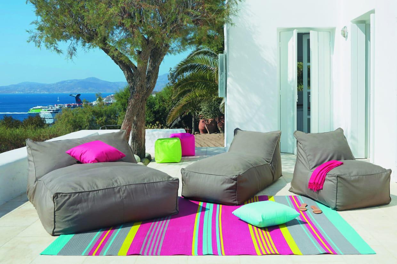 installer un tapis dans le jardin. Black Bedroom Furniture Sets. Home Design Ideas