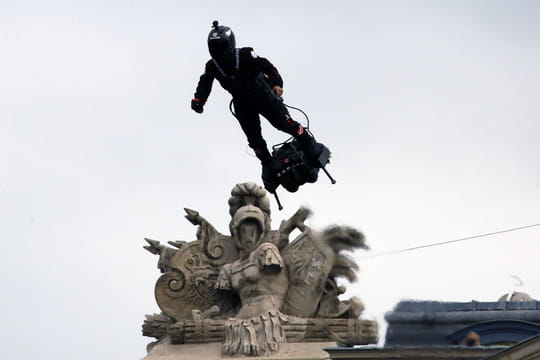 14juillet: un homme volant en flyboard fait sensation au défilé [VIDÉO]