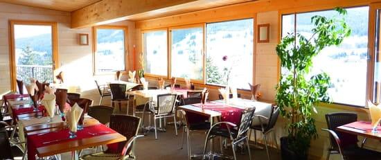 Restaurant Le Mont Saint Jean  - Veranda avec vue panoramique sur le Golf du Mont Saint Jean -