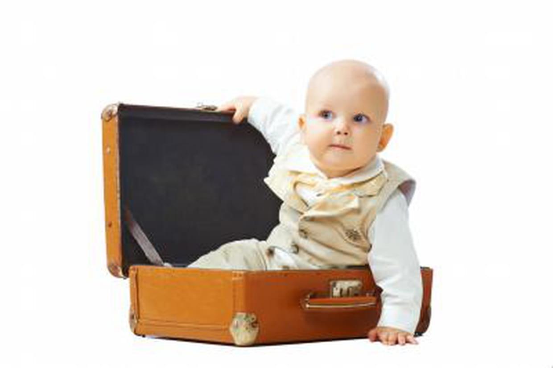 Voyager avec b b avion passeport formalit s et conseils - Porte bebe babybjorn a partir de quel age ...