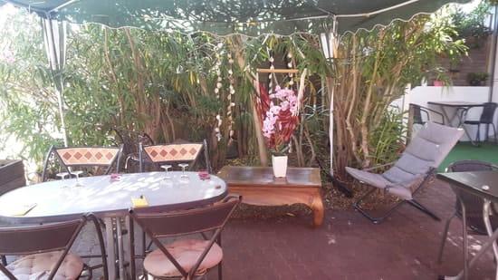 Restaurant : Le Moment  - Coin apéritif avec hamac chaise -