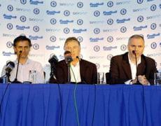 josé mourinho (à gauche) lors d'une conférence de presse tenue à chelsea.