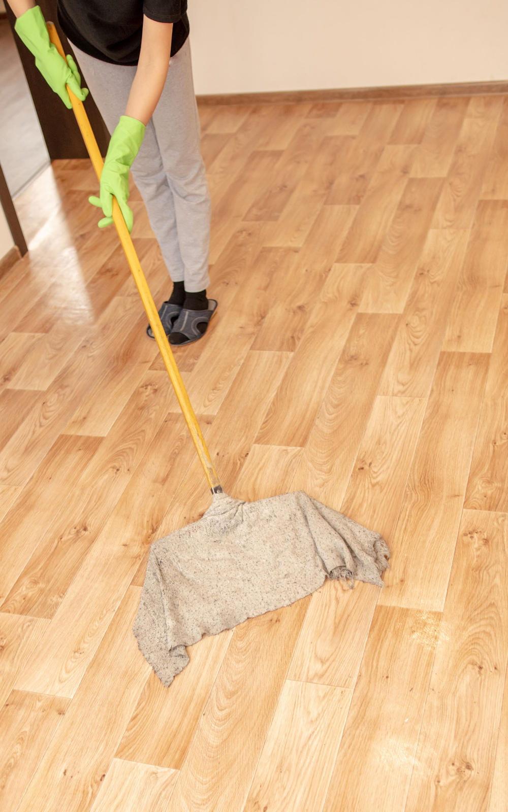 Nettoyer les sols en lino