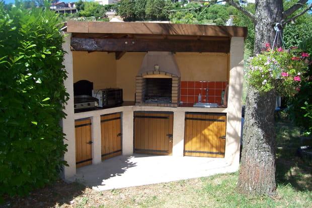un barbecue adapt au jardin. Black Bedroom Furniture Sets. Home Design Ideas