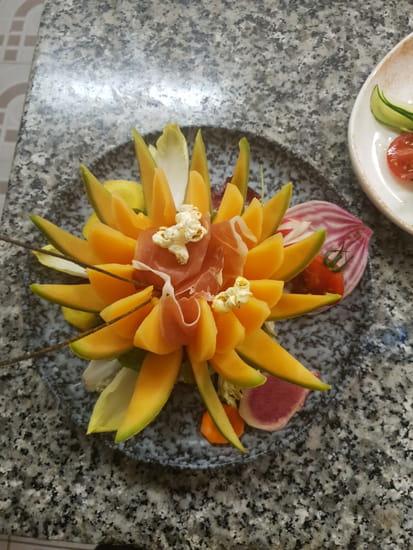Entrée : L'Ô à la Bouche  - Demi melon et jambon de pays au Muscat St Jean de Minervois -   © O A LABOUCHE
