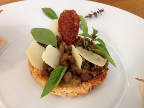 Le Da Vinci  - Tarte Sablée au Parmesn Caviar d'Aubergines et tomates sechées  -