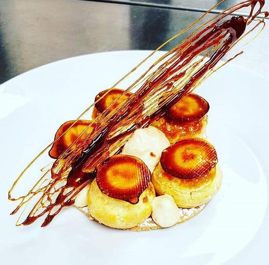 Dessert : 7 du Plaza  - Dessert du Menu Découverte : Choux comme un Saint-Honoré -   © 7 du Plaza