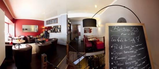 Restaurant : Bistro32  - 3 ambiances au choix ( à table , petit salon bar ou table haute en cave) -