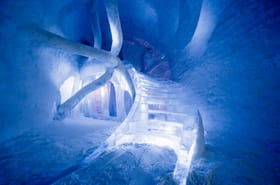 Frissonnez en Suède dans le plus grand hôtel de glace du monde